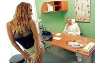 xxx anal cu doctori in timp ce